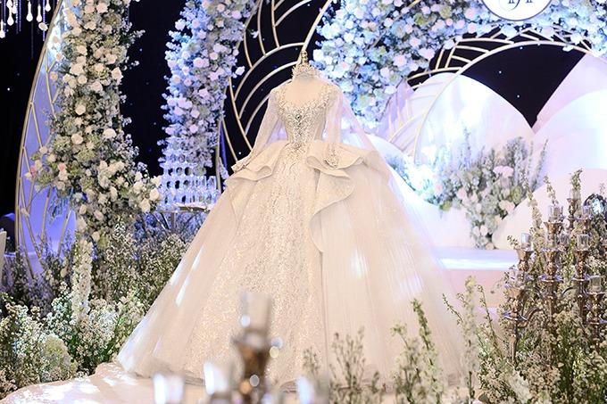 mất váy cưới