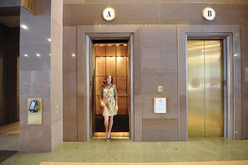mơ thấy đi thang máy